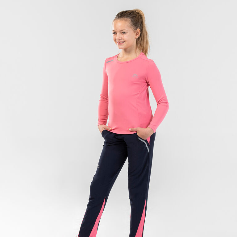 IMAGE OF A GIRL CHILD IN SPORTSWEAR
