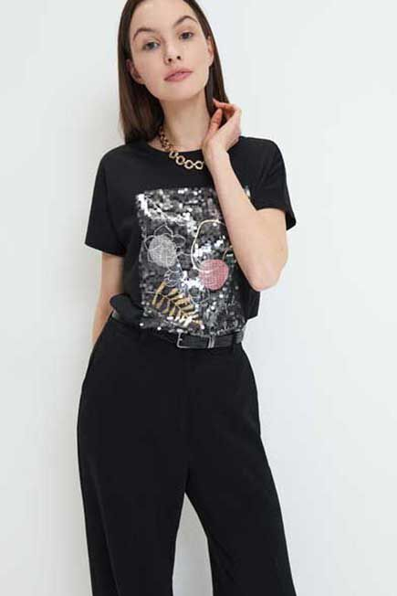 Mohito -  T-Shirt With Shiny Applique - Black