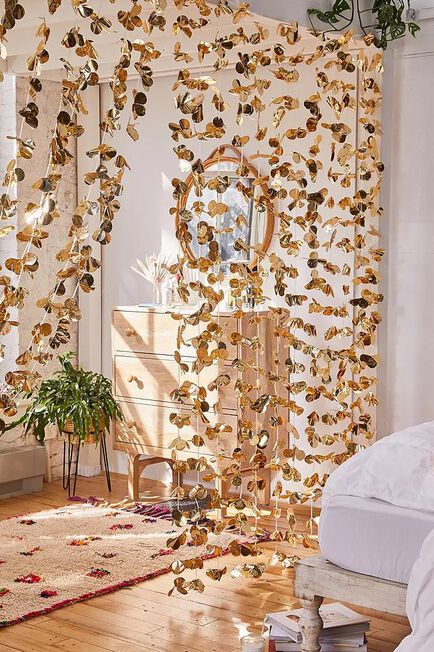 Urban Outfitters - Gold Decorative Petal Garland