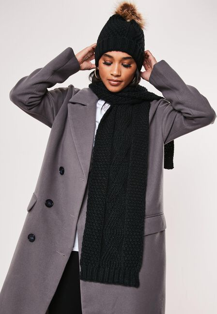 Missguided - Black Black Cable Knit Hat And Scarf Set