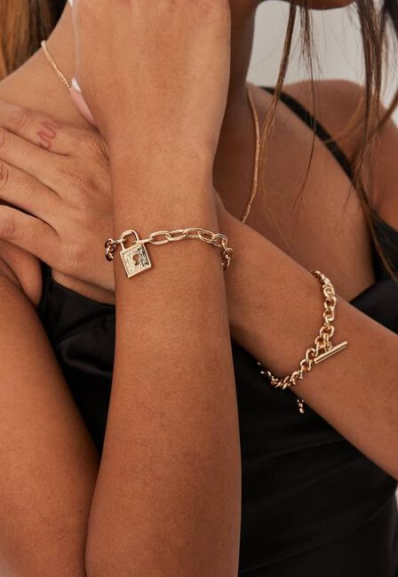 Missguided - Gold Look T Bar And Padlock Chain Bracelet 2 Pack, Women